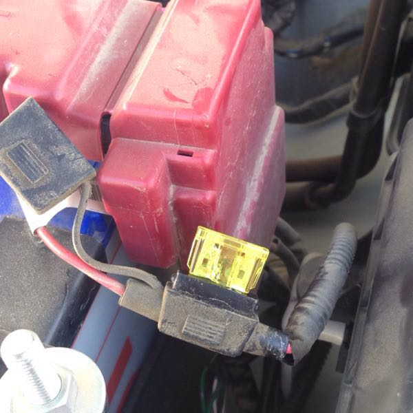 Never use this style of fuse holder for high current draw circuits. This type of fuse holder can be seen fitted on a number of vehicles when an optional tow bar is fitted by the manufacturer.